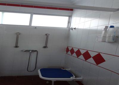 Baño adaptado para personas con discapacidad
