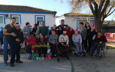 Residentes y trabajadores de RGA 'El Cristo Roto' celebraron la llegada del Año Nuevo