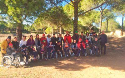 Agradable jornada de convivencia de residentes y trabajadores de RGA El Cristo Roto en el merendero de San Walabonso, en Niebla
