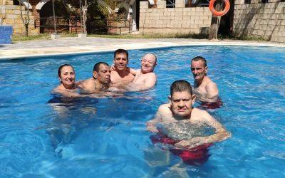 Los usuarios inauguran la temporada de piscina
